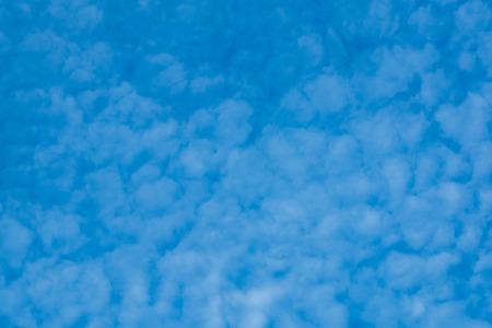 Cloudy blue sky background Standard-Bild