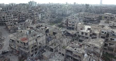 Un volo di un drone su Homs in Siria 03/04/2017 - Homs - Siria