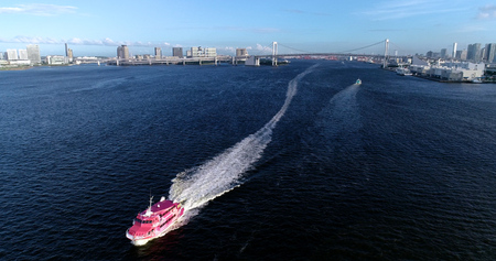 boat in tokyo bay in aerial view Éditoriale