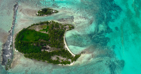Atoll en vue aérienne, Polynésie française