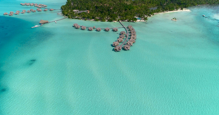 Water bungalows resort at islands, french polynesia in aerial view Banque d'images