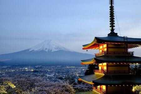 chureito: chureito pagoda and mount fuji