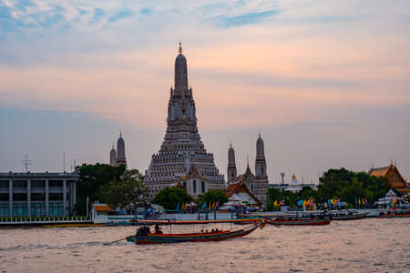 Wat Arun Ratchawararam is a Buddhist historical attraction. is a landmark of Bangkok Thailand tourism. 版權商用圖片