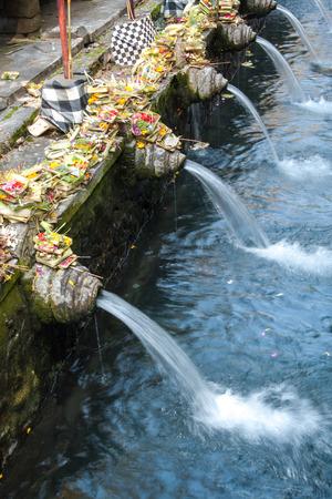 プラ ティルタエンプル バリ、インドネシアの寺院のほとんどの神聖な水。