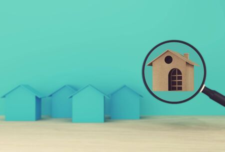 Concepto de gestión financiera: la casa y las finanzas ahorran dinero para la residencia. Inversión inmobiliaria inmobiliaria e hipoteca de vivienda