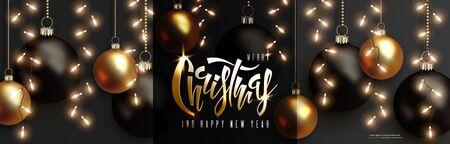 Weihnachts- und Neujahrsdesign. Girlande aus Glühbirne, schwarzen und goldenen 3D-Kugeln hängen an Ketten, Handbeschriftung Weihnachten auf dunklem Hintergrund. Vektor horizontale Nachtfahne Vektorgrafik