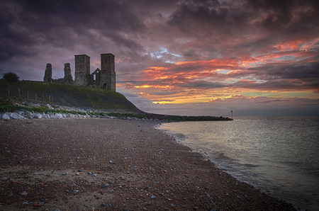 Reculver towers at sunset 免版税图像