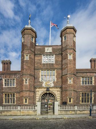 limosna: Casas de las limosnas de Abbot en Guildford