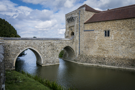 gatehouse: View of the gatehouse and bridge of Leeds Castle, Kent, UK