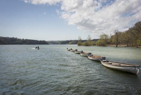 weald: Boats on Bewl Water reservoir in High Weald, Kent, UK