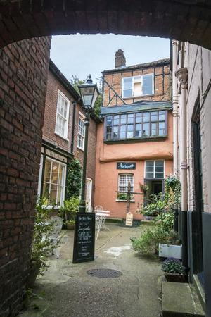 Oude gebouwen in Wrights Court, Elm Hill, Norwich, Norfolk, Verenigd Koninkrijk Redactioneel