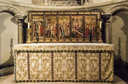 La pala di Despenser Reredos con scena di Christ's Passion c1380, nella Cappella di San Luca, Norwich Cathedral, Norfolk, Regno Unito Archivio Fotografico - 87580935