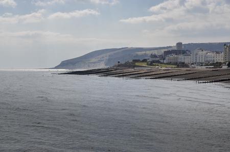 The beach and coastline at Eastbourne, East Sussex, UK Standard-Bild - 121438382