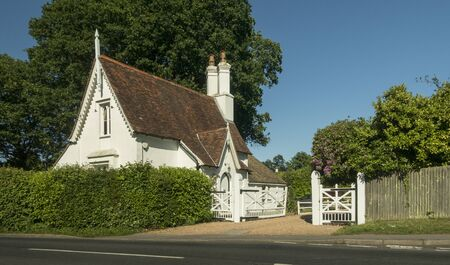 A white gatehouse in the ancient village of Hawkhurst, Kent, UK Фото со стока