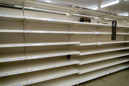 Empty pasta shelves in the supermarket due to coronavirus panic buying 版權商用圖片