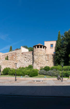 The ancient Roman stone city walls and cathedral of the city of Salamanca, Spain 免版税图像