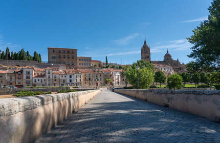 View of the ancient city of Salamanca, Spain, from the ancient Roman bridge over the River Tormes 免版税图像