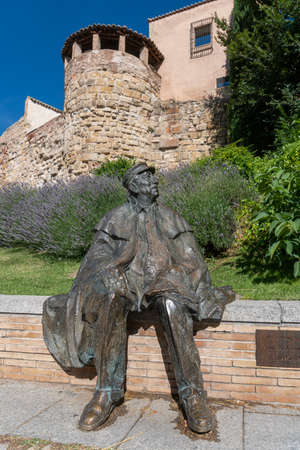 Monment to the famous poet Ledesma Criado (1926-2005) in his birthplace, the city of Salamanca, Spain 新闻类图片
