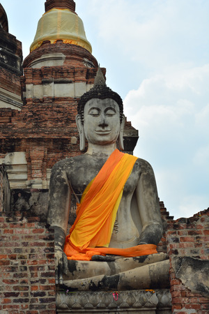 Prang is the large Buddha statues Works. photo
