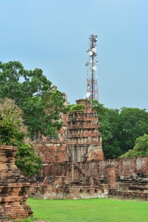 Ancient temple ruins of Wat Mahathat photo