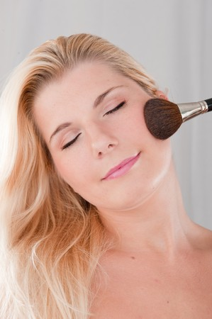beautiful fresh spa woman with healthy pure skin applying powder with the brush Stock Photo - 7785860