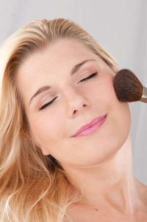beautiful fresh spa woman with healthy pure skin applying powder with the brush Stock Photo - 7785780
