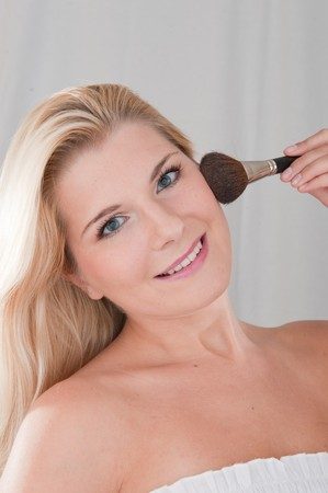beautiful fresh spa woman with healthy pure skin applying powder with the brush Stock Photo - 7785728