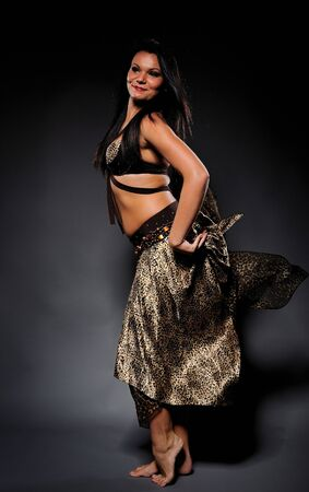stage makeup: Ballerina sexy bella donna in costume Performing con fase abbastanza professionale make-up