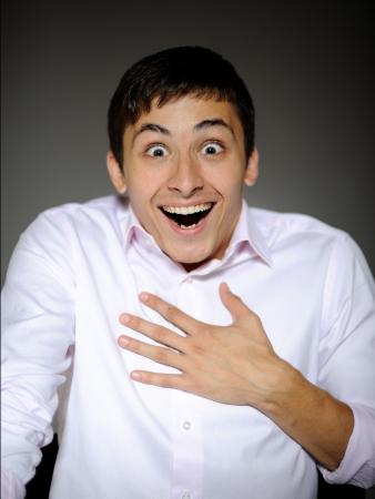 cara sorpresa: Handsome de negocio de expresiones hombre en camisa divertida y corbata sorpresa y riendo con la boca abierta  Foto de archivo