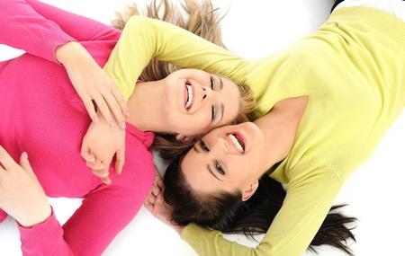 female head: Dos bastante amigos de chica que se divierten y riendo. aislados en fondo blanco Foto de archivo
