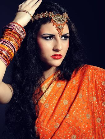 indian woman traditional: Young beautiful woman in indian traditional sari dress