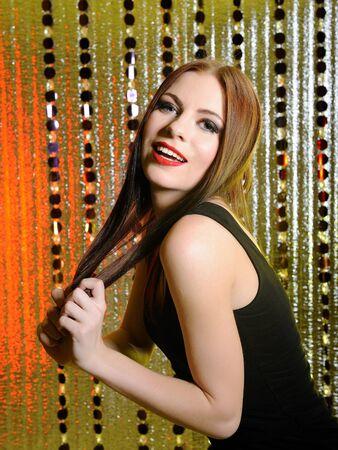stage makeup: donna bellissima modella con make-up fase di moda. sfondo creativo