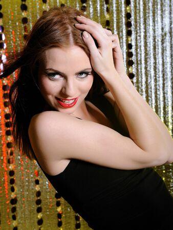 stage makeup: modello bella donna moda stage make-up cantando. sfondo creativo Archivio Fotografico