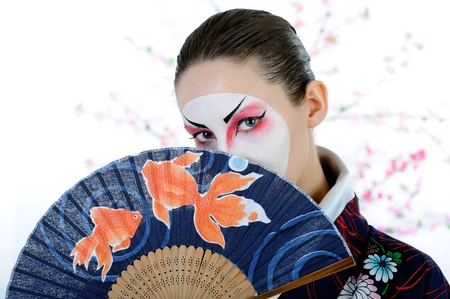 japan geisha woman with creative make-up with fan Standard-Bild