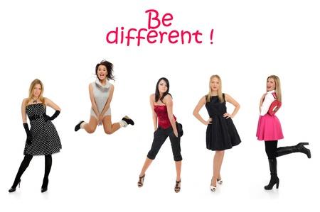 �crazy: gruppo di bella donna e una ragazza pazza che salta