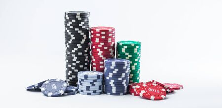 Poker chips on a white background Banque d'images - 134842634
