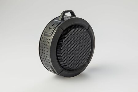 Round Bluetooth speaker on white background isolate Banque d'images - 134842752