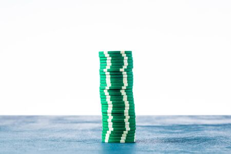 Stack of green poker chips on white background isolate Banque d'images - 134842832