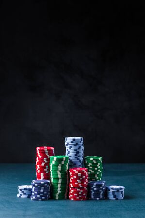 stack of poker chips on a blue table on a black background Banque d'images - 134842833