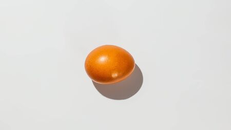 Egg on white background isolate. Banque d'images - 134842835