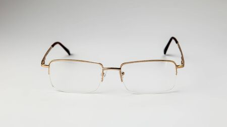 Gold eyeglasses on white background isolate Banque d'images - 135168334