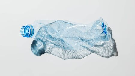 Crumpled plastic bottle on a light background Banque d'images - 135168379