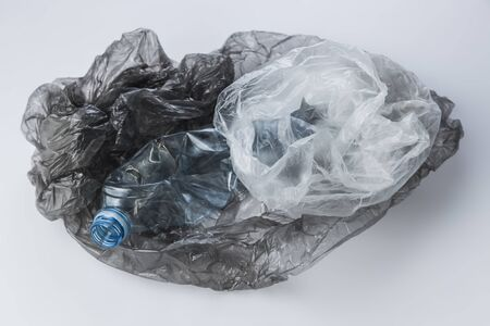 Plastic bags and crumpled bottles on a light background Banque d'images - 135168326