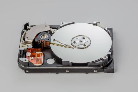 hard drive disassembled on a gray background Banque d'images - 135168378