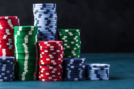 stack of poker chips on a blue table on a black background Banque d'images - 134843050