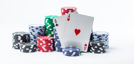 two aces and poker chips on a white background Banque d'images - 134843130