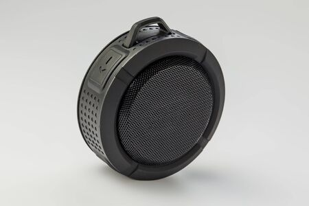 Round Bluetooth speaker on white background isolate Banque d'images - 134843134