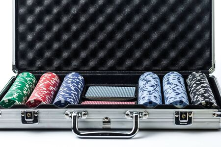 Suitcase with poker set on a light background Banque d'images - 134843224