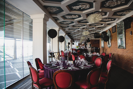 decoracion mesas: decoration of the hall and tables for the celebration with the dark colors Editorial