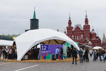 Moskau, Russland - 5. Juni 2016: Open Buchmesse auf dem Roten Platz in Moskau - großes Festival der russischen Bücher